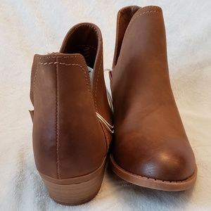 Universal Thread Shoes - Universal Thread | V Cut Ankle Booties | NWT
